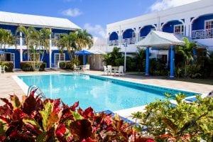 bay_gardens_inn_pool