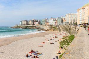Playa_de_Riazor,_La_Coruña,_España